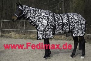 Read more about the article Fliegendecke Zebra und Fliegenschutzmaske Zebra für die Weide
