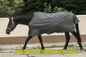 Outdoordecke für Pferd mit Winterfell